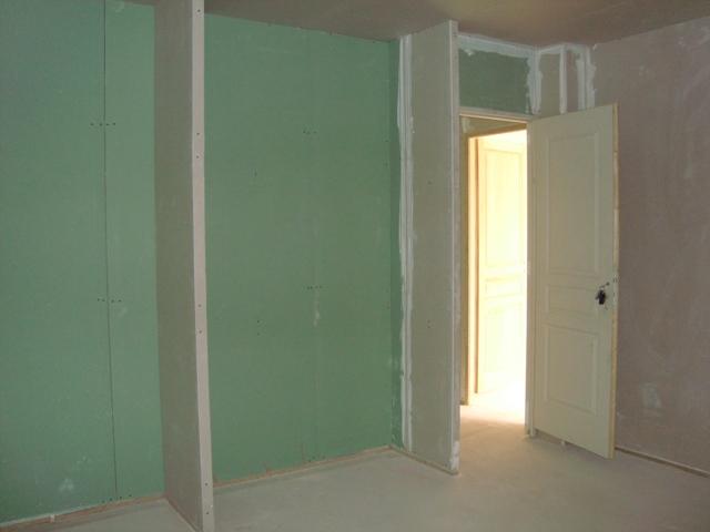 Le placo at il tait une fois notre maison for Chambre 9m2 avec placard